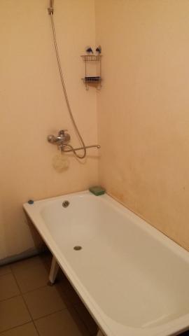 Продается комната в 3-комнатной квартире, Октября ул., 28